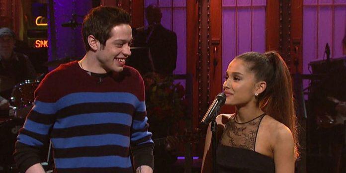 ¿Ariana Grande está comprometida?